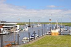 Blick von der Schleuse auf den Seglerhafen